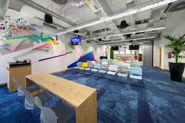 Facebook estrena nuevas oficinas en el centro de madrid for Oficina madrid centro