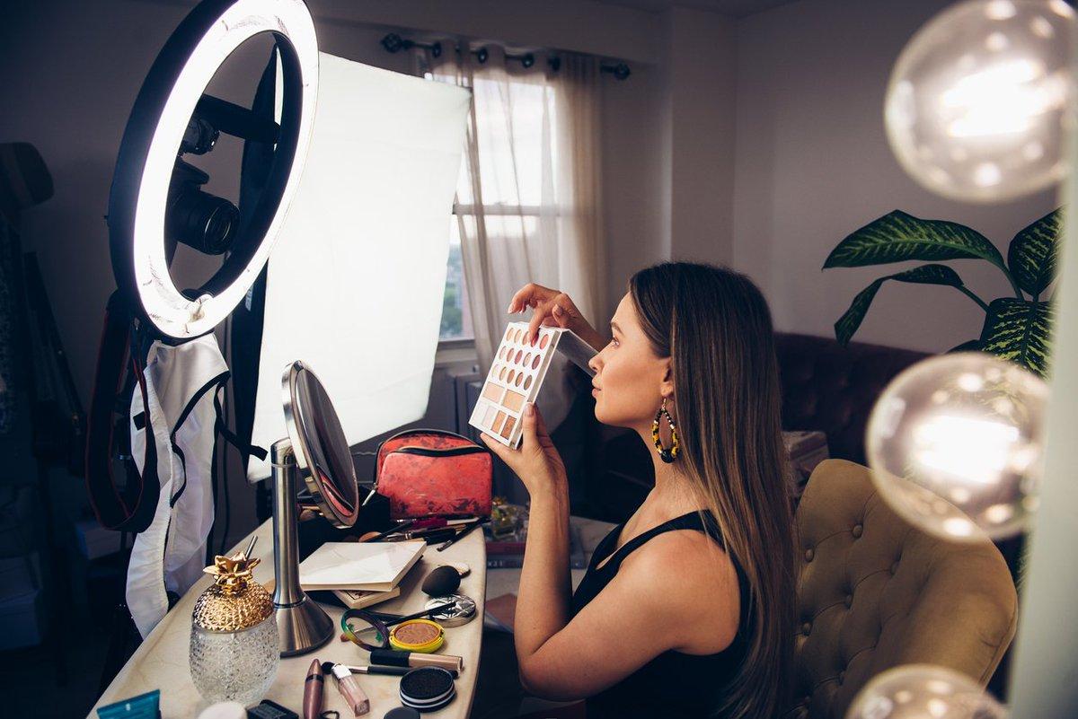 2c73d2c01 ... auge de cosméticos falsificados en las principales redes sociales. Los  resultados muestran que más del 50% de las infracciones detectadas en  Internet se ...