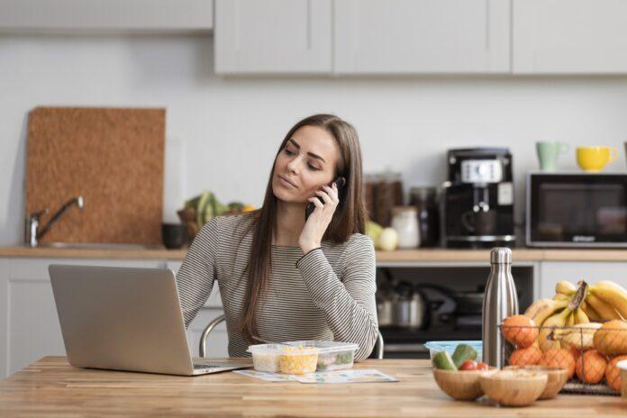 https://www.freepik.es/foto-gratis/mujer-negocios-tiro-medio-trabajando-casa_7776778.htm#page=1&query=comidas%20en%20casa&position=46