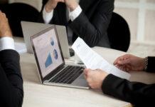 https://www.freepik.es/foto-gratis/negociaciones-contrato-reunion-tres-socios-primer-plano_3938095.htm#page=1&query=ingresos%20del%20grupo&position=8