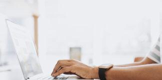https://www.freepik.es/foto-gratis/hombre-trabajando-su-laptop_4100341.htm#page=1&query=marketing%20digital&position=19