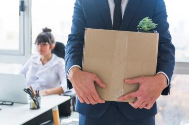 https://www.freepik.es/foto-gratis/seccion-media-empresario-que-lleva-caja-carton-cosas-nuevo-lugar-trabajo_3149726.htm#page=1&query=desempleo&position=0