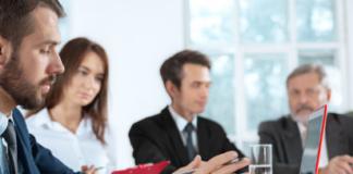 https://www.freepik.es/foto-gratis/gente-negocios-trabajando-juntos_8452083.htm#page=1&query=trabajo&position=9